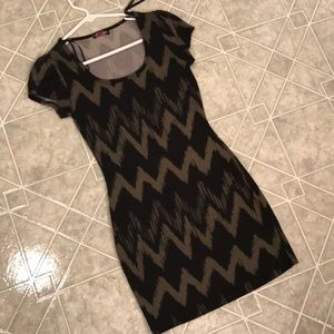 Green and black pattern bodycon dress